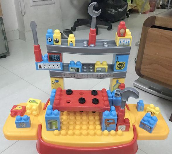 Bộ đồ chơi kỹ sư quà tặng từ sữa Abbott.